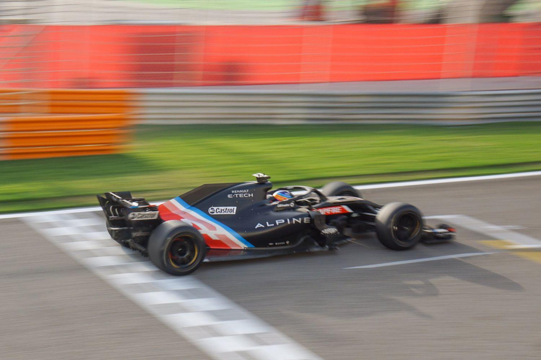 Fernando Alonso a testé les pneus 18 pouces de Pirelli