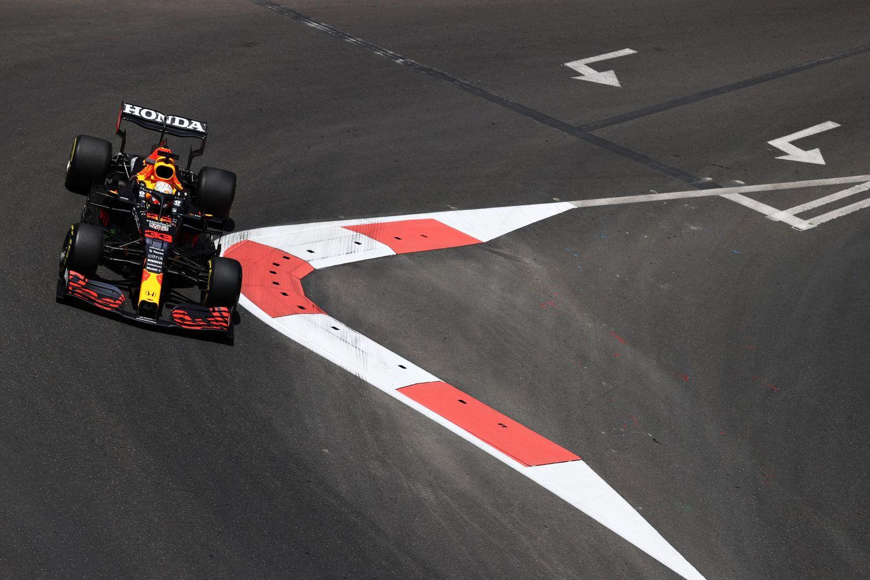 Sergio Perez revient sur Lewis Hamilton et Max Verstappen au classement pilote