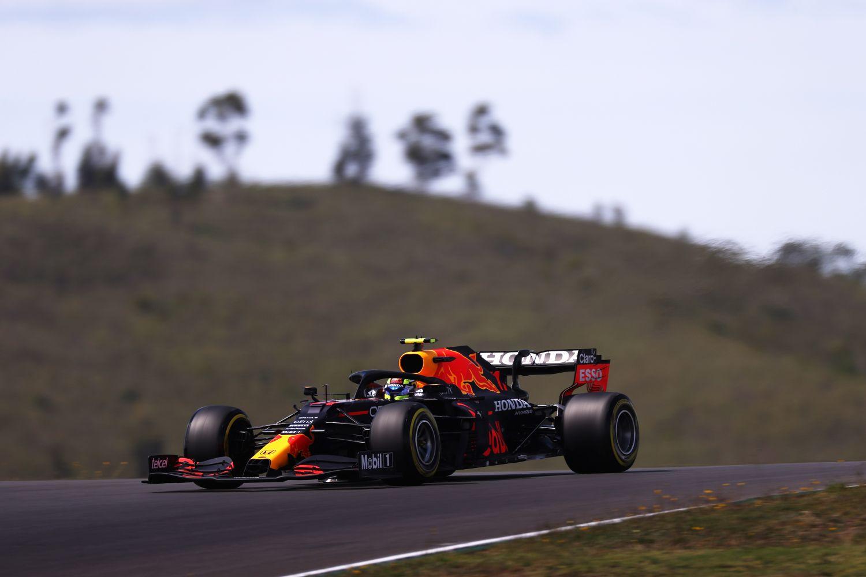 Sergio Perez le plus rapide sur la piste, et dans les stands