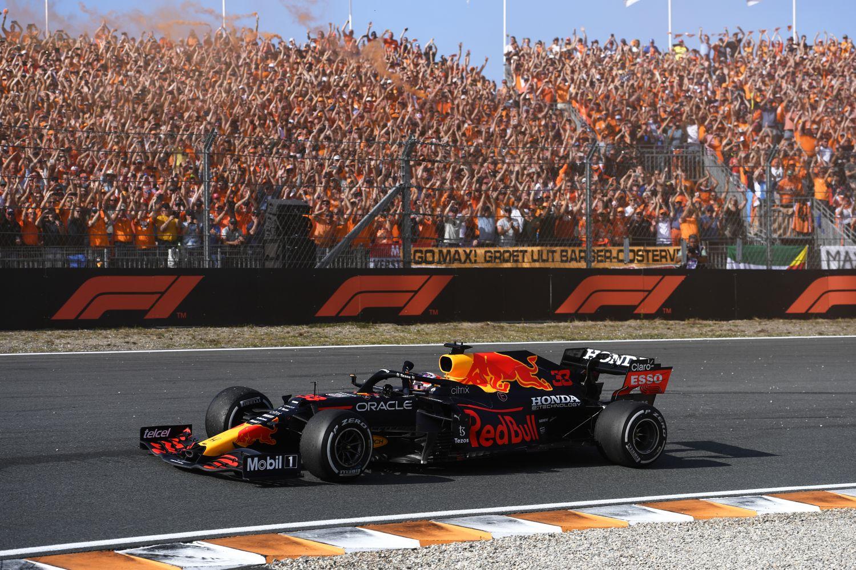 Verstappen triomphe devant ses supporters en furie