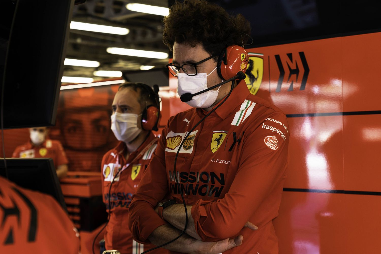 Mattia Binotto dans le garage de la Scuderia à Bakou