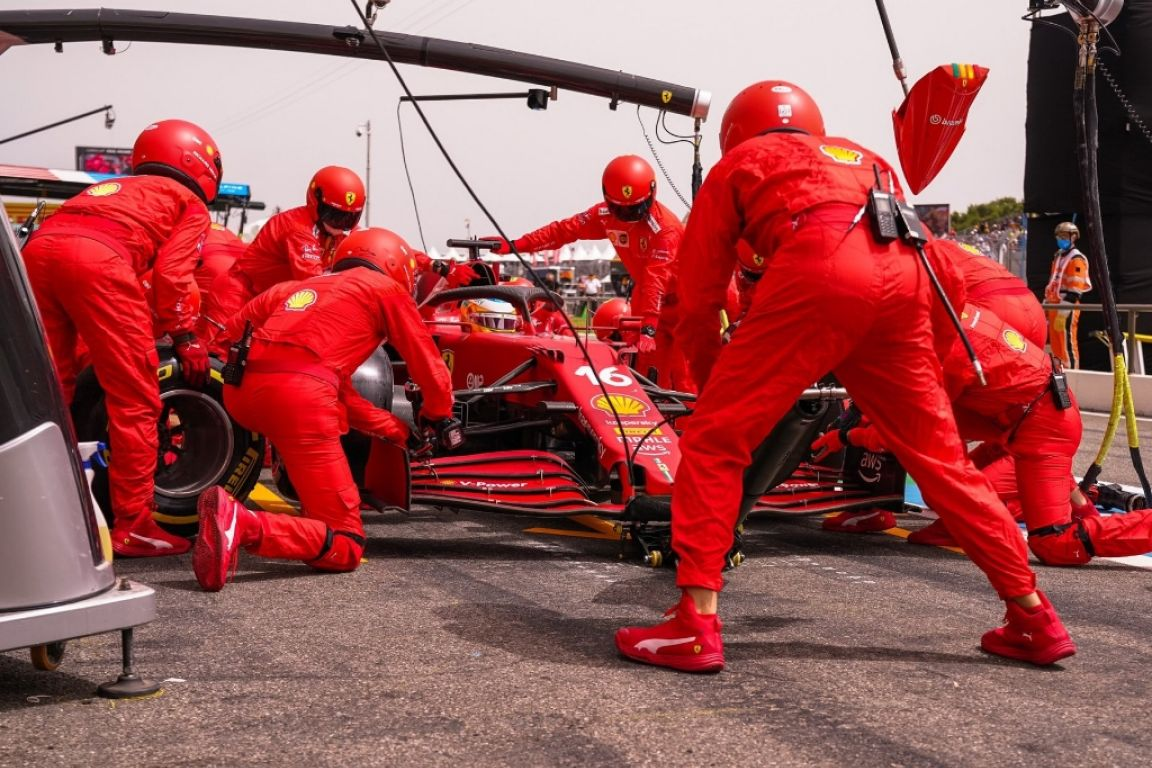 Charles Leclerc n'a jamais réussi à faire fonctionner ses pneumatiques, malgré deux arrêts