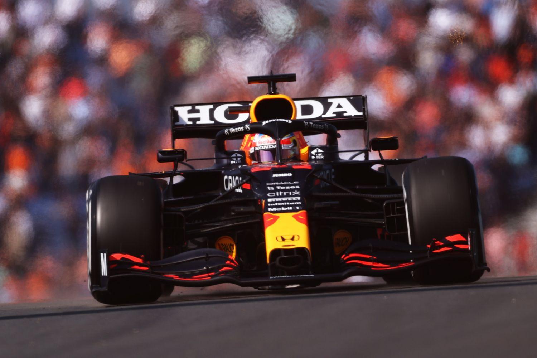 Verstappen signe la pôle position de son Grand prix à domicile devant ses fans