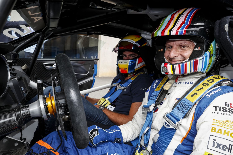Emmanuel, dit Manu, Guigou lors de la parade Alpine aux 24 Heures du Mans 2021.
