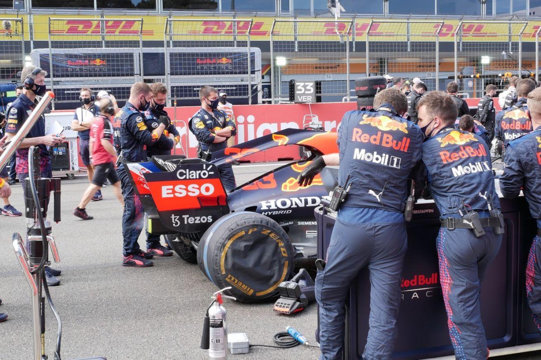 L'ouverture innovante dan le capot moteur de la Red Bull apparue à Bakou