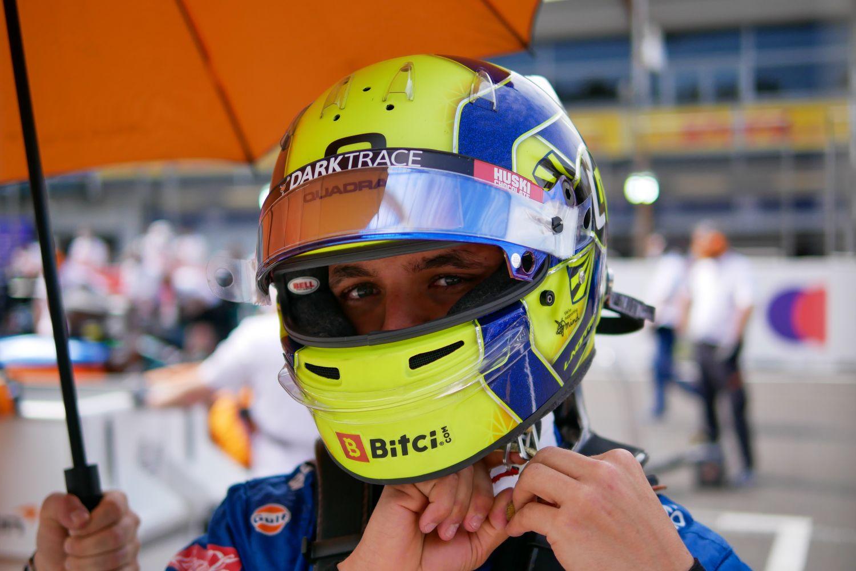L'équipement du pilote de F1 est essentielle afin d'assurer l'intégrité physique de ce dernier.