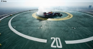 David_Coultard_performs_during_F1_sunt_at_Burj_Al_Arab_Helipad_in_Dubai__United_Arab_Emirates_on_October_30th_,_2013-1024.jpg
