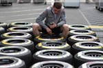 Photo Mercedes mechanic with medium and soft compound tyres-1024.jpg