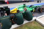 Photo Caterham mechanics preparing their car-1024.jpg