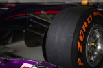 Photo Close-up of the P Zero Orange hard tyre-1024.jpg
