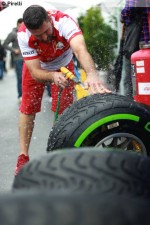 Photo Sat_Can_Ferrari_Mechanic_Cleaning_Their_Inters_330-1024.jpg