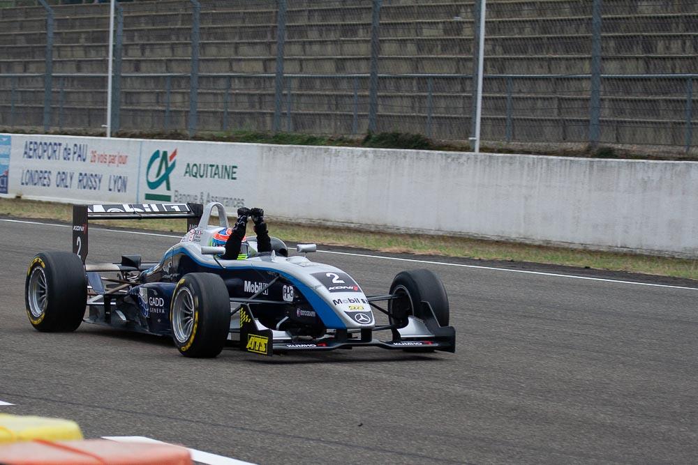 Romain Grosjean vainqueur de la course du samedi.